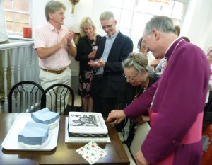 Mayor & Bishop cut Cake